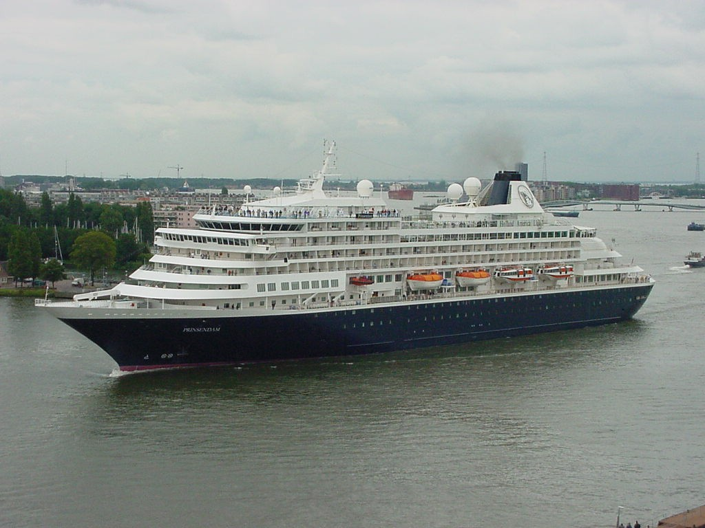 Cruise ship Prinsendam - Holland America Line